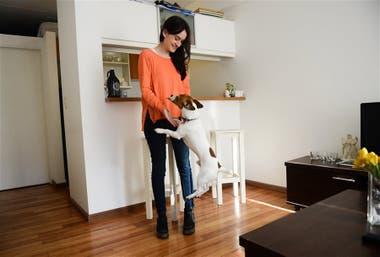 Los perros nos siguen por toda la casa porque ellos viven en manada y casi nunca están solos. Es una forma de cuidarse y cuidarnos.