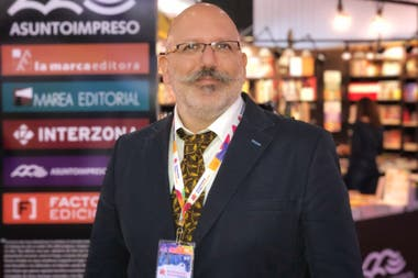 Guido Indij, editor de La Marca, Asunto Impreso, interZona y Factotum, fue elegido editor del año por la Cámara Argentina de Papelerías, Librerías y Afines