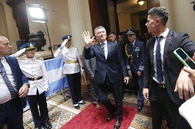 Mauricio Macri se retira del recinto del Senado luego de entregar el mando a Alberto Fernández