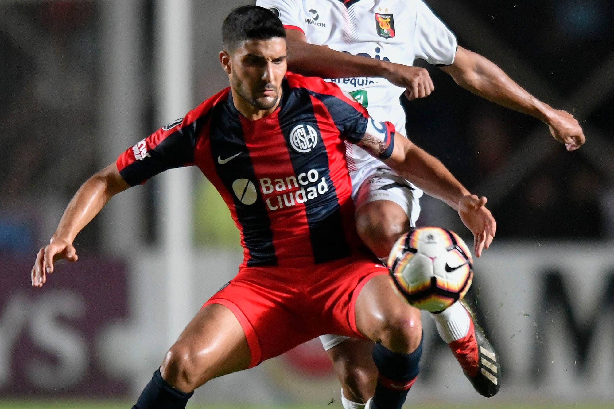 Capitán, goleador y referente: Nicolás Blandi dejó San Lorenzo y se fue a Colo Colo