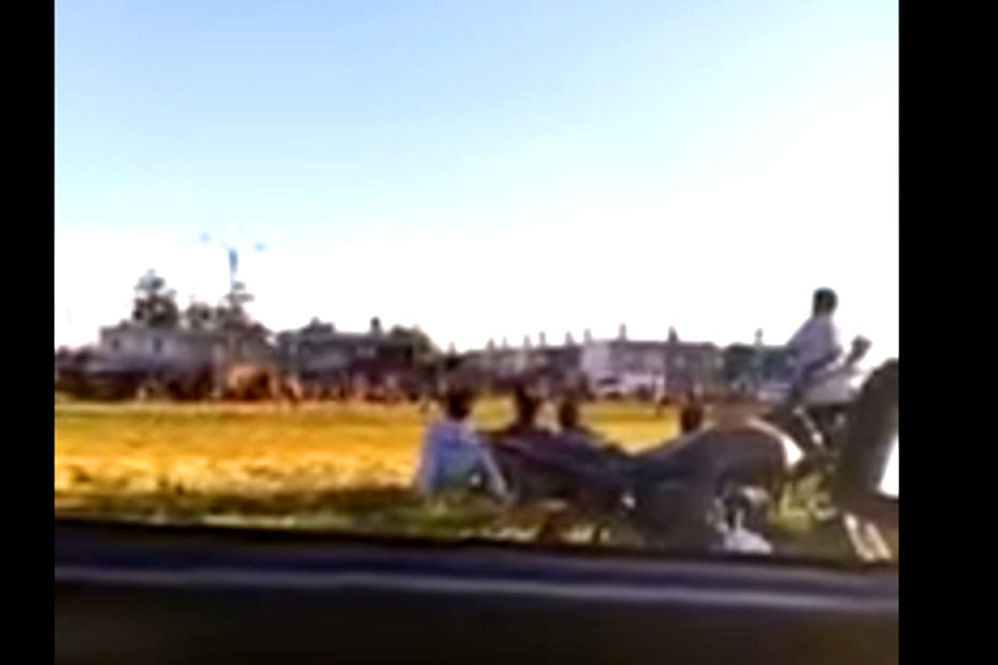 """Mar del Plata: organizaron un """"picadito"""" con público y vendedores ambulantes y echaron a piedrazos a la policía"""