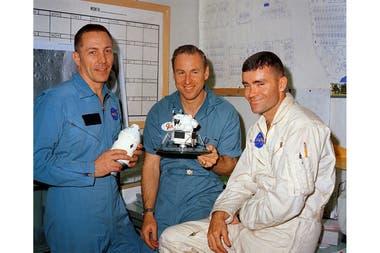 Medio siglo despus la hazaa de Apolo 13 sigue vigente y adems inspira preguntas sobre el presente de la tecnologa En la foto los astronautas Swigert Lovell y Haise el da anterior al lanzamiento de la misin