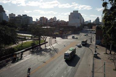 El metrobs del Bajo en la interseccin de Brasil y Paseo Coln