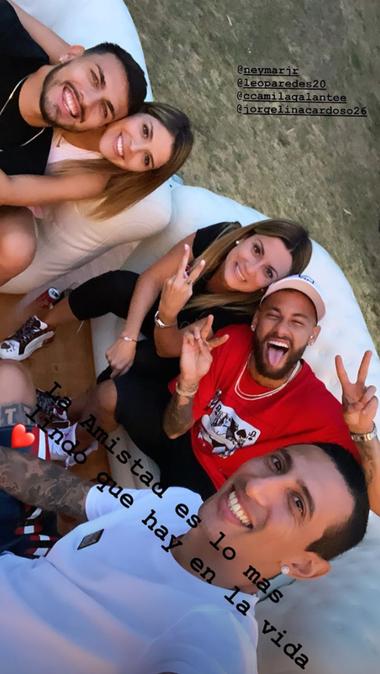 La foto de Di María con Paredes y Neymar.