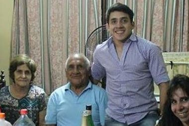 """Agustín considera que su abuelo Roberto es su """"pilar"""""""
