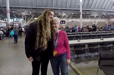Curry junto a Camelworks, un célebre youtuber que creó una colecta online para que ella pudiera asistir a la convención PAX East en Boston