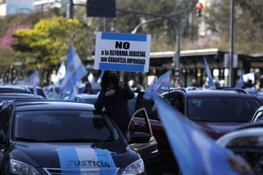 Bajo la consigna #19S, en las redes sociales se llamó a protestar desde las 16 horas
