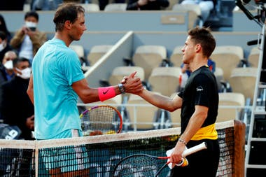 Rafael Nadal derrotó a Diego Schwartzman en tres sets y avanzó a su final número 13 en Roland Garros,
