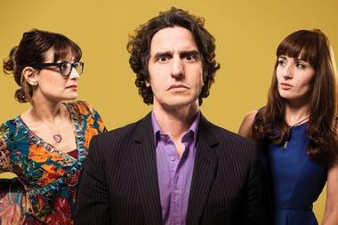 Por H o por B, la obra protagonizada por Peretti, Paula Staffolani y Agustina Cerviño