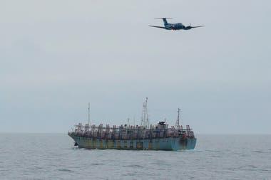 Un B-200 realiza vuelos de reconocimiento para identificar a los pesqueros