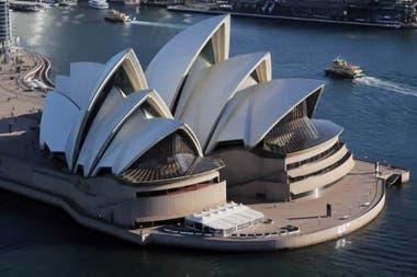 La ¨Ópera de Sidney, que estuvo cerrada desde marzo, vuelve a la actividad en medio de un rebrote de coronavirus en la ciudad más poblada de Australia