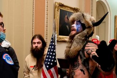 Jake Angeli, uno de los activistas más notorios de la toma del Congreso