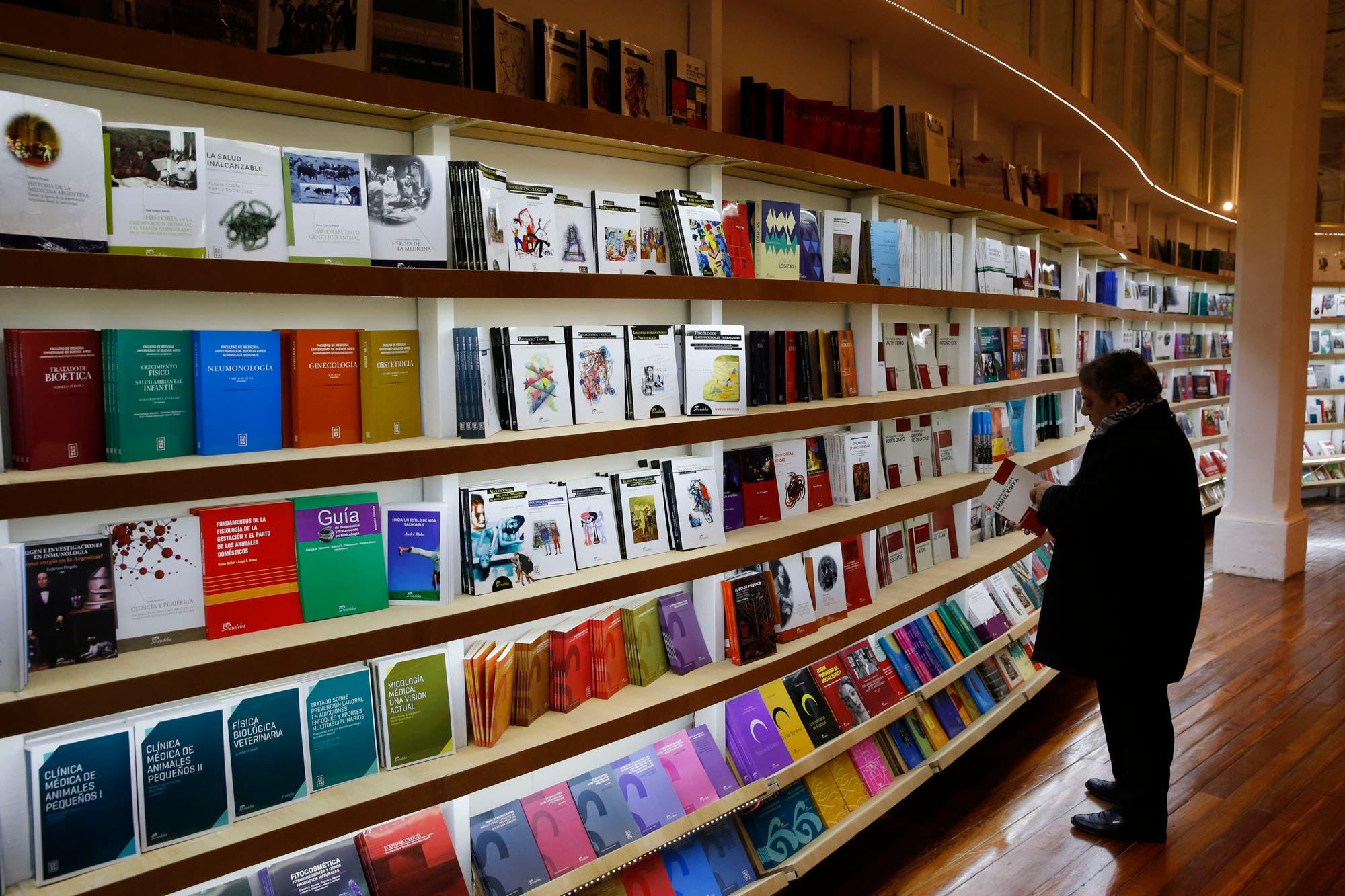 Reabrió la librería de Eudeba: más y mejores libros para los ...