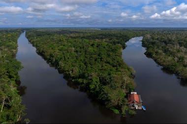 Si avanzan proyectos para desarrollo de centrales eléctricas, algunos cursos de agua de la Amazonia serán modificados con el consecuente desplazamiento de poblaciones