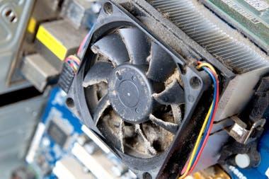 El polvo evita un flujo de aire correcto dentro de la computadora