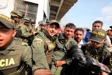 """Guaidó se reunió con los militares que abandonaron a Maduro: """"Reconocemos su espíritu patriota"""""""