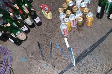 Además de alcohol, cuchillos entre lo secuestrado en el ómnibus en el que viajaban los tatengues.