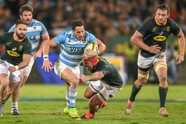 Tuculet avanza con la pelota, en el partido de este sábado que los Pumas perdieron ante Springboks, en Sudáfrica.
