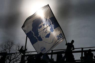 El recibimiento de los hinchas de Gimnasia a Maradona en el Bosque