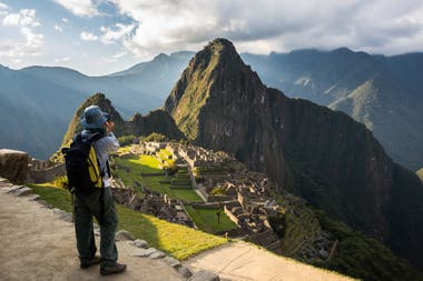 Machu Picchu. Filas kilométricas para ingresar, escasos controles de ingreso y tiempo de permanencia, y un caudal de visitantes por encima de lo recomendado pusieron en riesgo la ciudadela inca ubicada cerca de Cuzco, en Perú. Buscan revertir la situación con un plan regulatorio más firme
