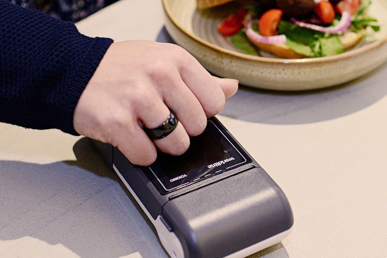 Innovación en pagos: anillos inteligentes, tarjetas con huella digital y soluciones de biometría para detectar el fraude