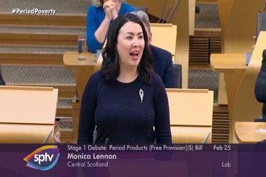 Monica Lenon, parlamentaria por el partido Laborista, presentó el proyecto de ley y señaló que su aprobación enviaría un mensaje acerca de la seriedad con la que se toma la igualdad de género en Escocia. Crédito: Facebook del Parlamento Escocés