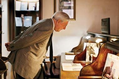 Durante una visita en 2008 por la oficina que ocupaba su colega argentino en la biblioteca Miguel Cané, en Boedo