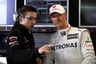 En 2011, Peter Bonnington desembarcó en Mercedes y empezó a trabajar con Michael Schumacher; tras el retiro del séptuple campeón alemán, heredó a Lewis Hamilton, con el que sostiene una relación profesional, de respeto y amistad