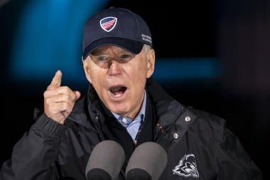El candidato presidencial demócrata Joe Biden habla durante un mitin de campaña en el parque Franklin Delano Roosevelt, el 1 de noviembre de 2020 en Filadelfia, Pensilvania