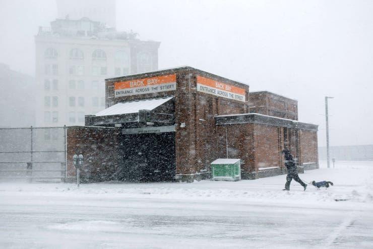 La nieve cubre la estación de Back Bay MBTA