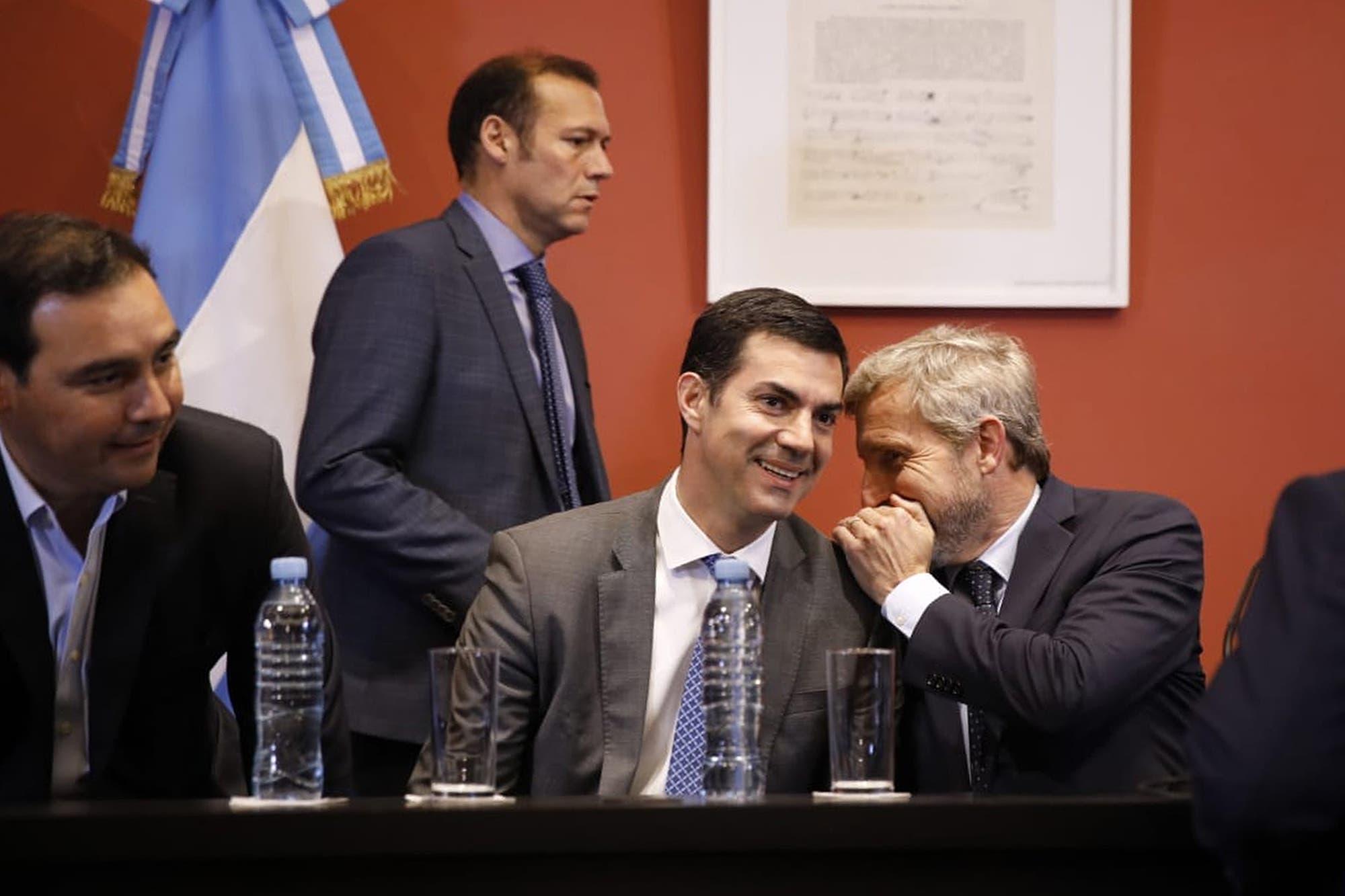 """Dujovne, tras la reunión con los gobernadores: """"Logramos un entendimiento con la oposición para alcanzar el equilibrio presupuestario"""""""