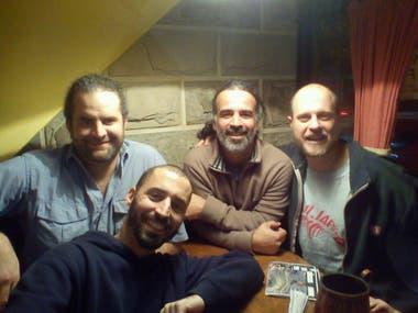 Los autores del hallazgo: Gallina (en primer plano), Canale, Apesteguía y Haluza