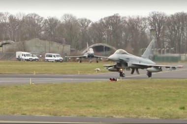 Los Eurofighter son cazabombarderos birreactores y fueron contruidos en sociedad por Alemania, Reino Unido, España e Italia