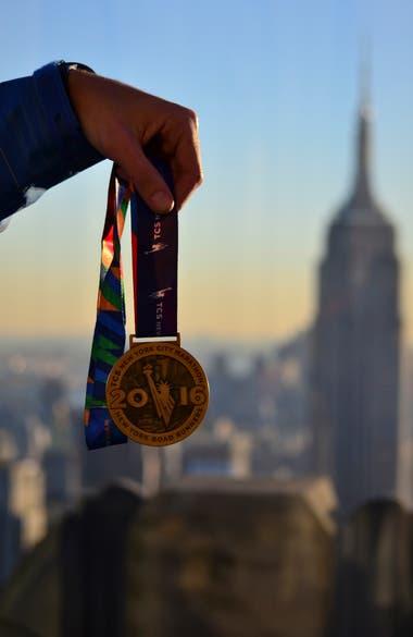 La medalla de Blanco por cruzar al meta en el maratón de Nueva York