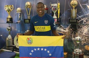 Hurtado ya firmó su vínculo con Boca