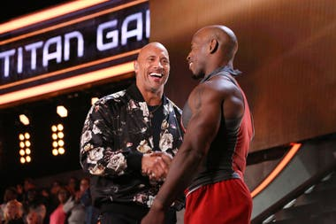 "Dwayne Johnson, ""The Rock"" en The Titan Games, un reality de competición física a gran escala."