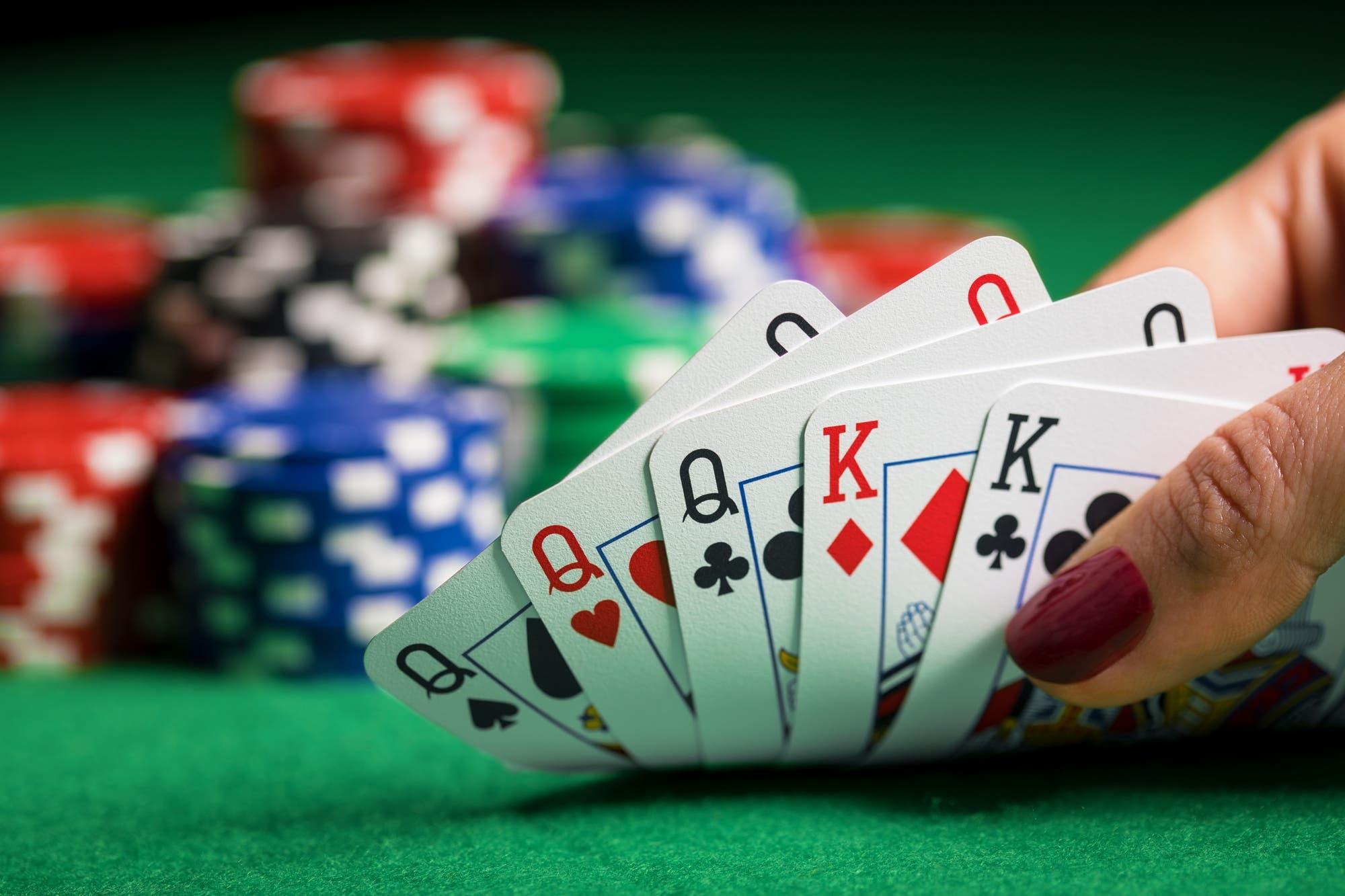 Cómo las máquinas aprendieron a engañar a los humanos en el póker (y cómo esto nos podría ayudar)