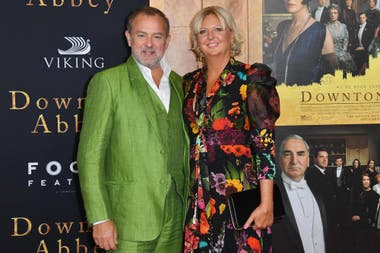 Hugh Bonneville junto a su esposa, Lulu Williams