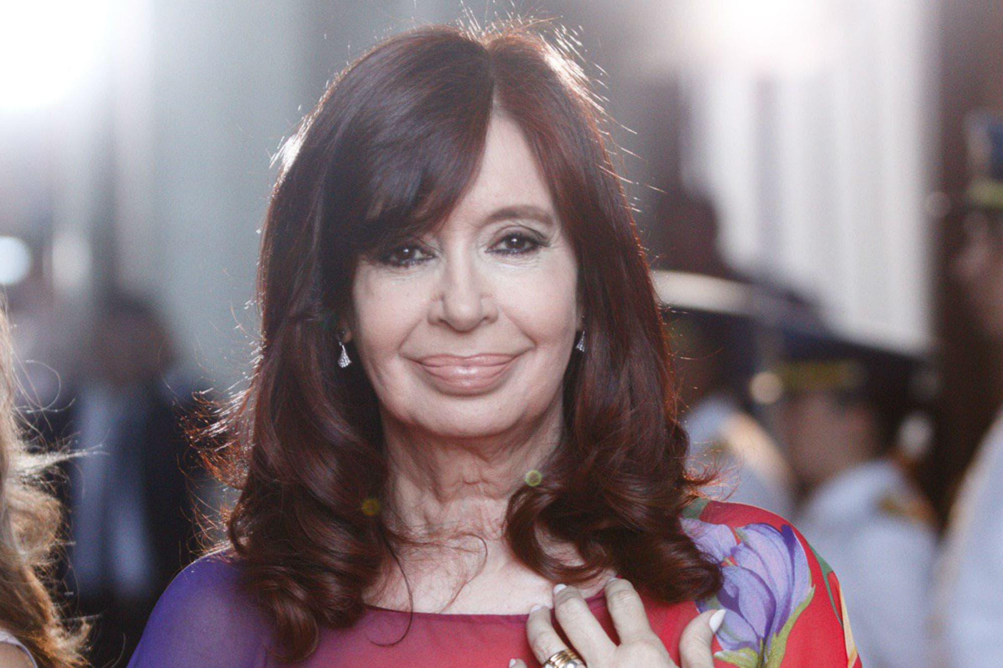 Apertura de sesiones ordinarias: Cristina Kirchner apenas asintió ...