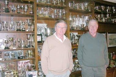 Los Harriott, Alfredo y Juancarlitos, y la vitrina de trofeos hace 10 años: se los robaron