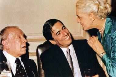 """""""Pocos escritores están más alejados que Borges de lo que mis demonios personales me han empujado a ser como escritor"""", escribe MVLL"""