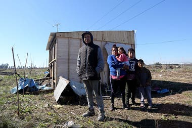 Braian Astrada y su familia compraron un terreno por Facebook a 40000 en la zona del Hospital Melchor Romero en breve sern desalojados tras una denuncia realizada por el verdadero propietario de la tierra