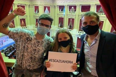 Eyal Weintraub (Jóvenes por el Clima), Nicole Becker (Jóvenes por el Clima) y Andrés Napoli (FARN) en la Cámara de Diputados