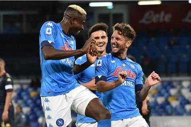 Napoli derrotó 6 a 0 a Genoa con un doblete del mexicano Hirving Lozano