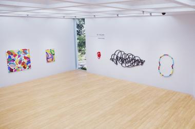 La sala que reúne las obras de los artistas invitados: Juan José Cambre, Gachi Hasper, Beto De Volder y Martín Reyna