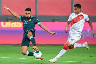 De cabeza frente a Paraguay y con un remate de zurda y cruzado ante Perú, las definiciones de Nicolás González con la camiseta de la selección