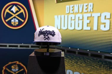 Denver Nuggets es una franquicia de larga existencia en la NBA: en sus 44 temporadas accedió 26 veces a los playoffs, pero aún se debe un anillo de campeón.