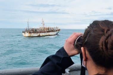 La Armada controla el movimiento de los pesqueros