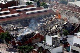 Por el incendio y posterior derrumbe murieron 10 personas