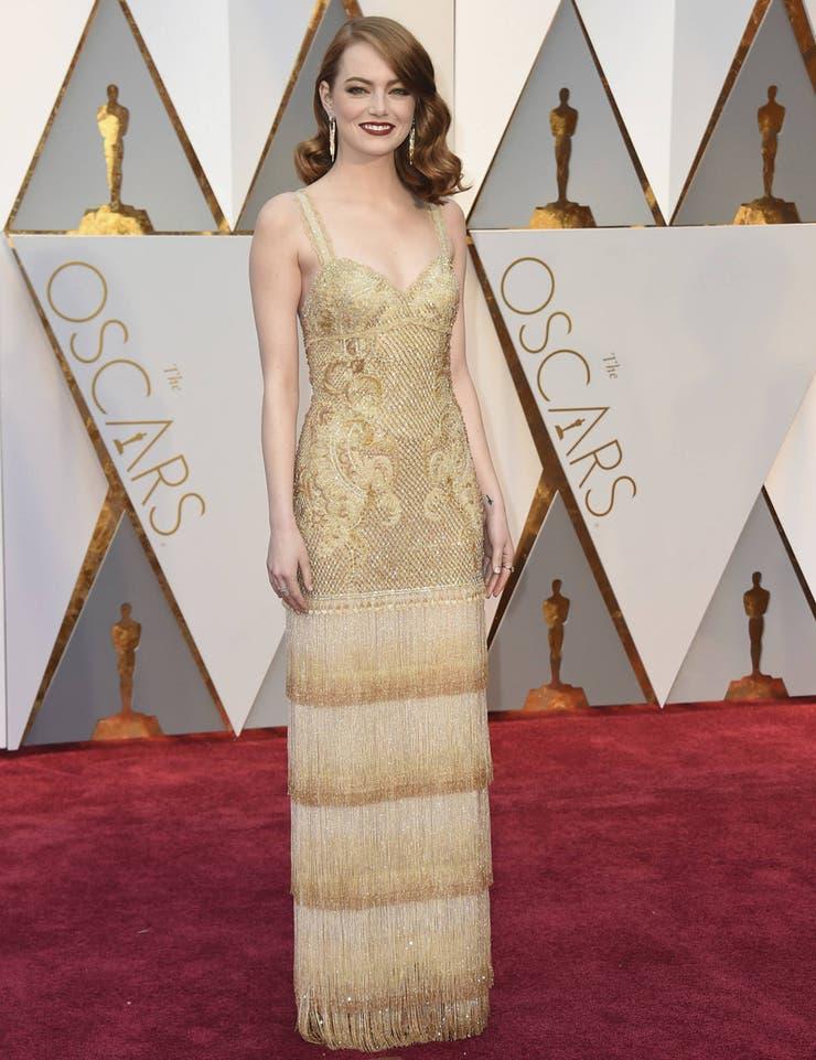 Baile, movimiento, glamour, euforia... Todo eso grita el vestido de Emma Stone para la ceremonia de 2017; el último diseño de Riccardo Tisci para Givenchy llevó unas 1.700 horas de trabajo y 11 personas dedicadas a su creación